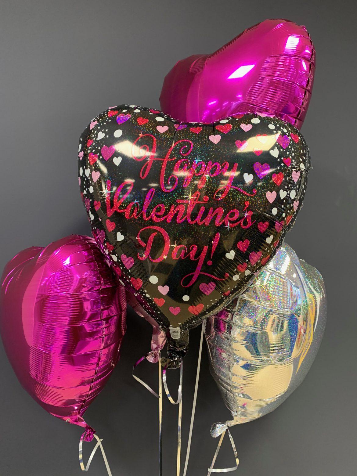 Valentinstag Ballon mit anderen Ballons