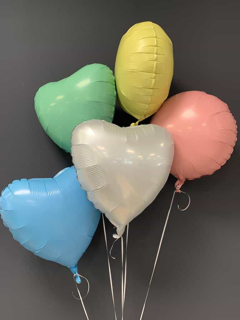 Dekorationsballons in vielen Farben, je € 4,50 1