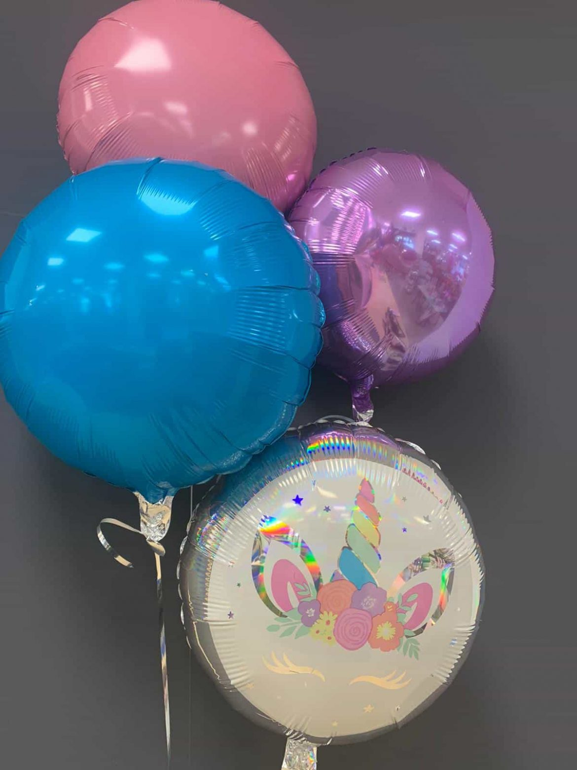 Einhornballon € 5,50 mit Dekoballons in blau, rosa, lila je € 4,50 1