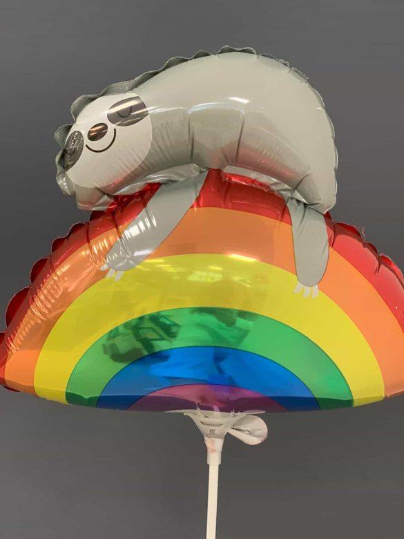 Faultier auf Regenbogen € 3,50<br />Miniballon mit Luft 38
