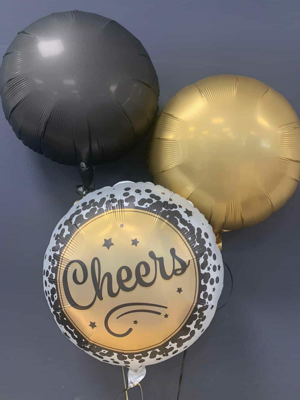 Ballon Cheers € 5,90<br />Dekoballons je € 4,50 1