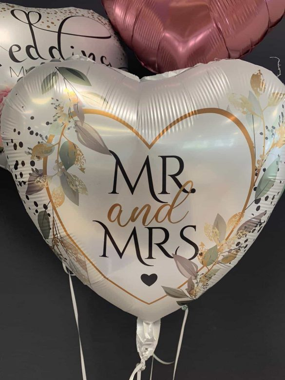 Mr. and Mrs. € 5,90 19
