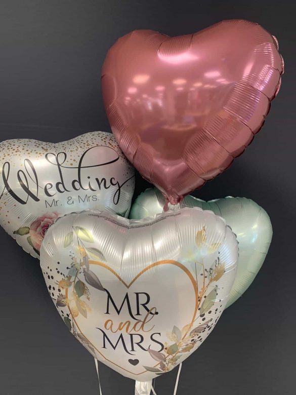 Wedding Mr & Mrs € 5,90 <br> Mr and Mrs € 5,90 <br> Dekoballons € 4,50 7