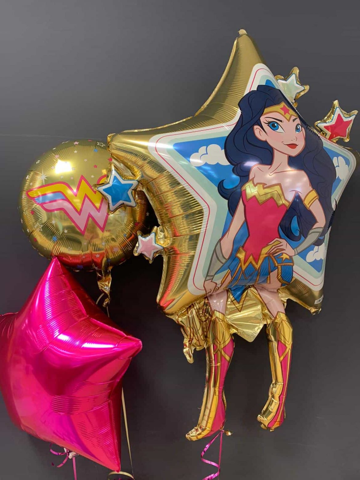 Wonderwoman € 8,90 <br>Dekoballons € 4,50<br>runder Ballon € 5,50 1